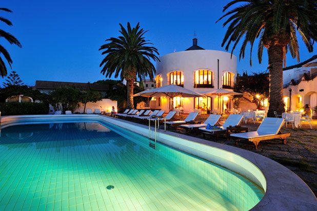 Voglia di mare? All'Hotel Le Calette di Cefalù puoi tuffartici semplicemente uscendo in terrazza! #Nettopartners