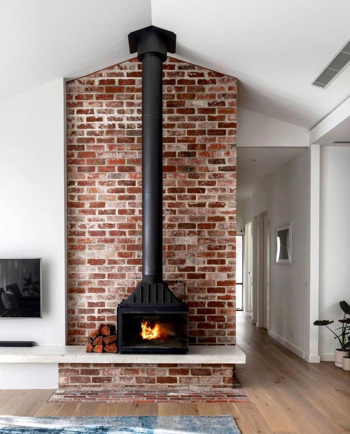 Secondary Lighting How To Choose It And Install It In 2020 Home Fireplace Edwardian House Fireplace Design