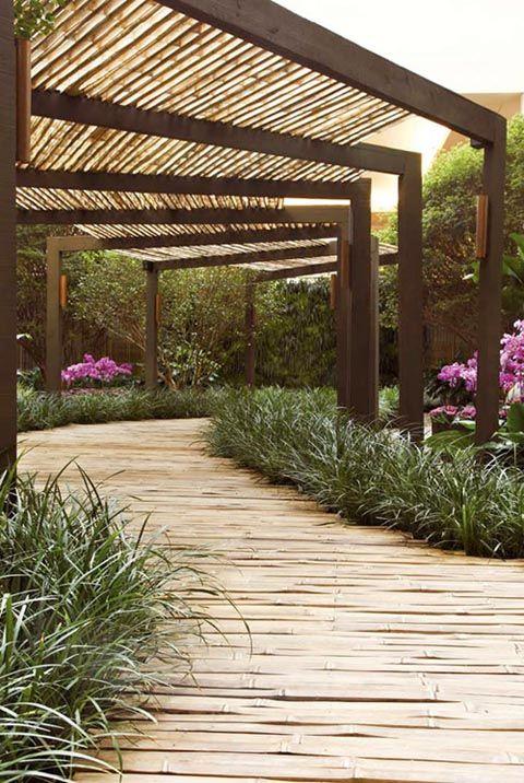 Walkway covered modern trellis kanha temple garden - Modelos de pergolas ...