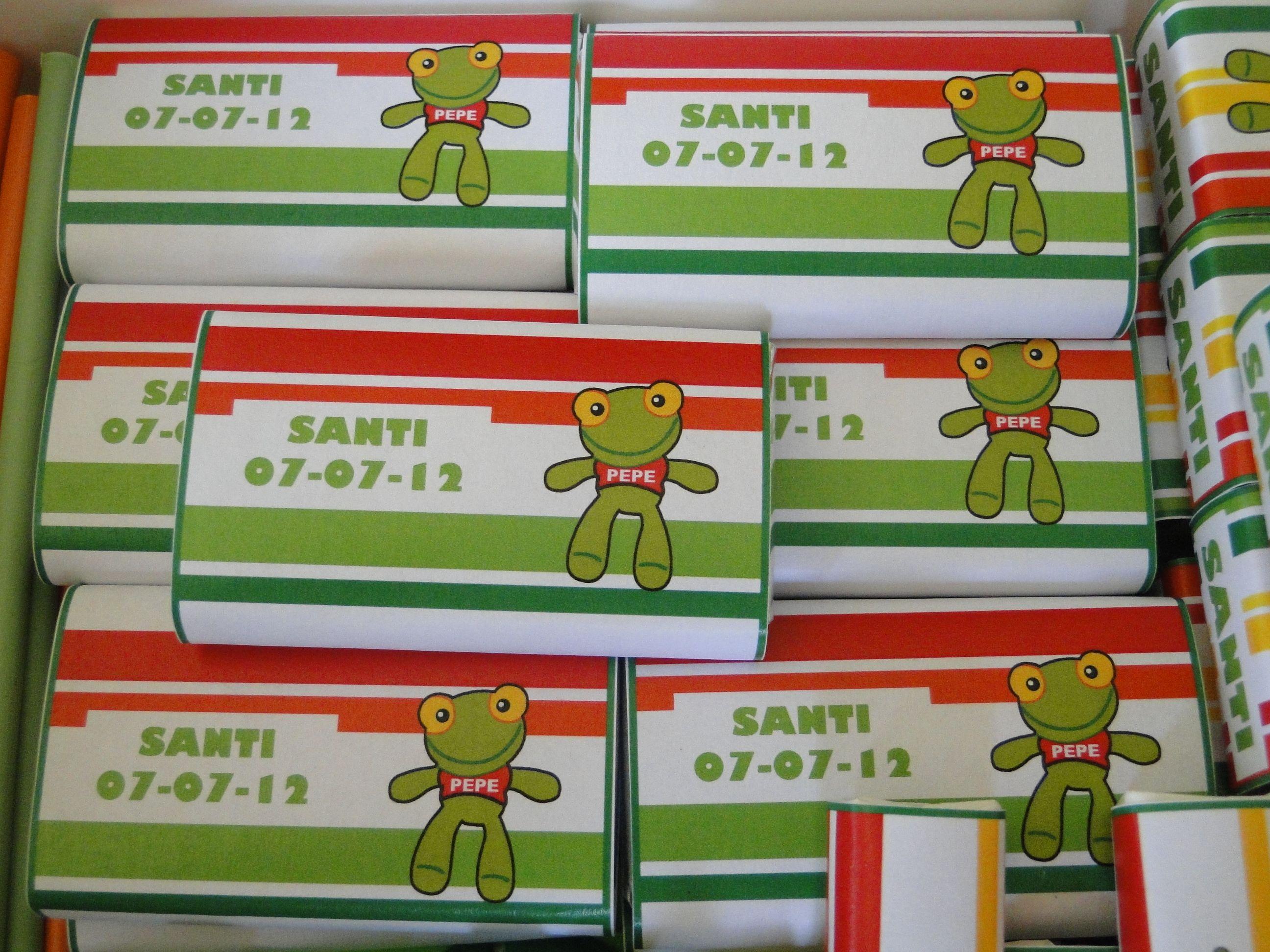 Para el cumpleaños de Santi preparamos una Party Box del Sapo Pepe con golosinas personalizadas (en este caso hicimos Marroc, Yapas y Chocolatines). También agregamos vasos, globos, sorvetes, piñata, mantel y servilletas. #LasMariasEventos