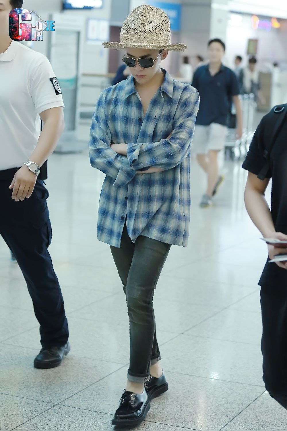 G-Dragon - Incheon Airport to Singapore 140912 | GD Style ...  G-Dragon - Inch...