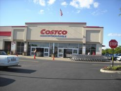 If you shop at Costco, you HAVE to pin this! Amazing tips on how to save money at Costco