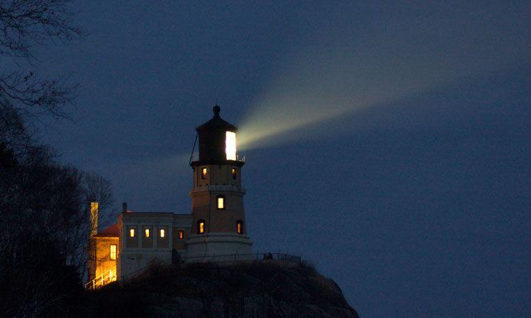 Split Rock Lighthouse At Night (Minnesota) | Lighthouse ...