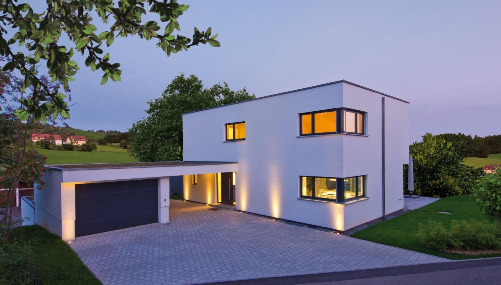 Fertighaus modern innen  Klassisches Bauhaus - außen reduzierte Architektur, innen ...