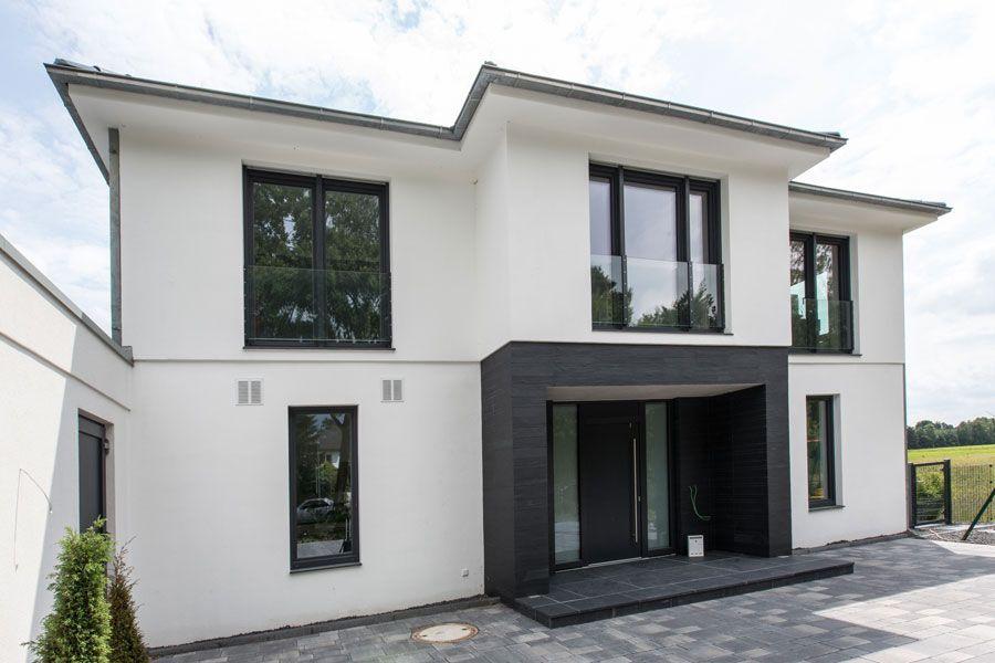 Schlusselfertige Architektenhauser Massiv Gebaut Gfg Hoch Tief Bau Architektenhauser Massiv Bauen Fertighaus Massiv Architektur Haus