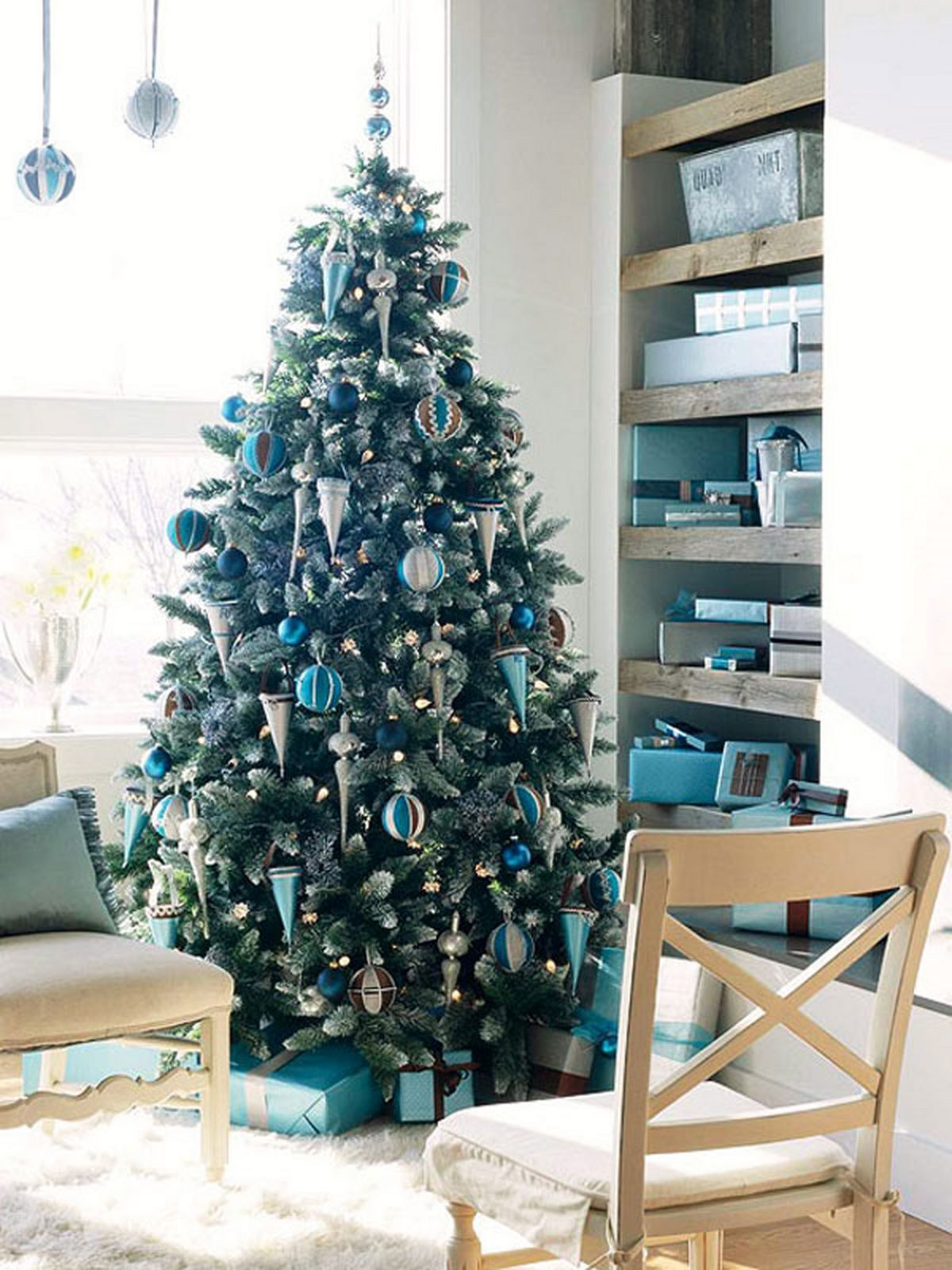 Inspiring Blue Christmas Tree For Minimalist Living Room Decoration