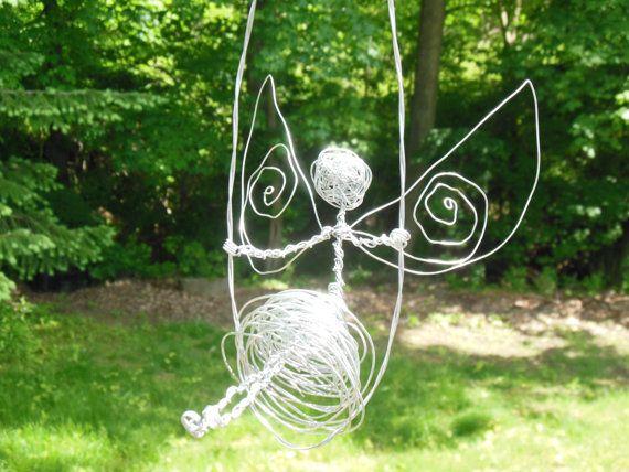 Fée de fil magique qui swingue dans le vent