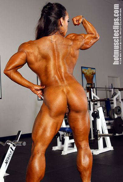 Bodybuilder large pierced clitoris
