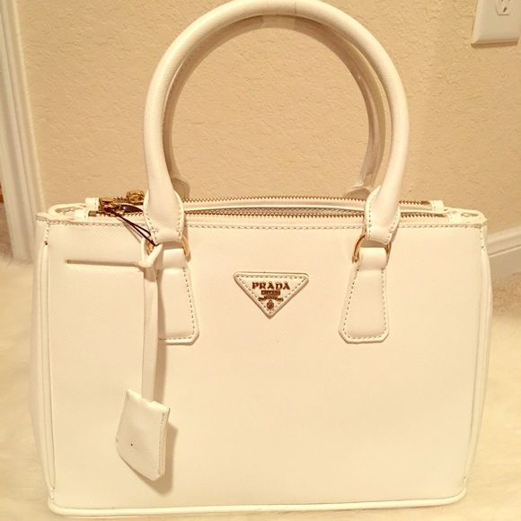 White Medium Bag It come with long strap. Its inspired but in great quality Bags Satchels