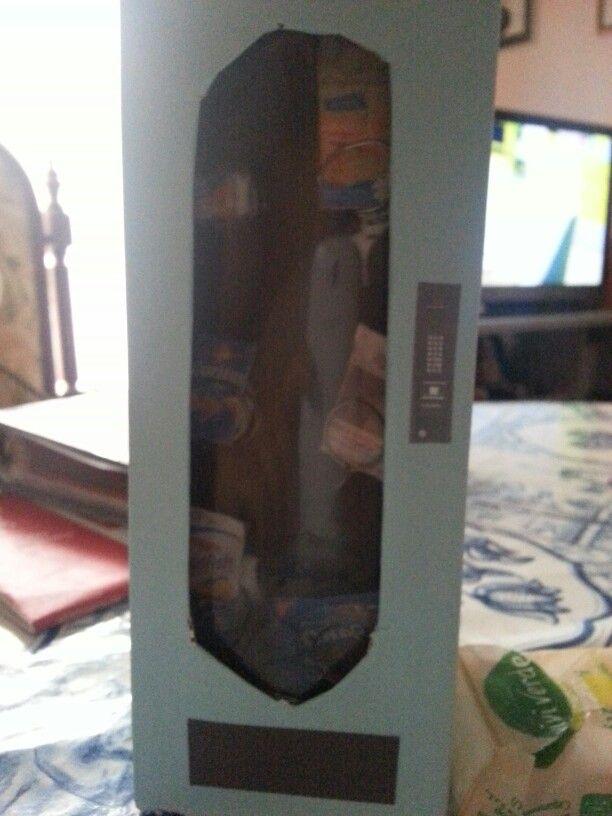 Vending machine for dolls