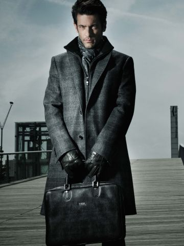 Coat. Fresh fashion inspiration daily, follow http://pinterest.com/pmartinza