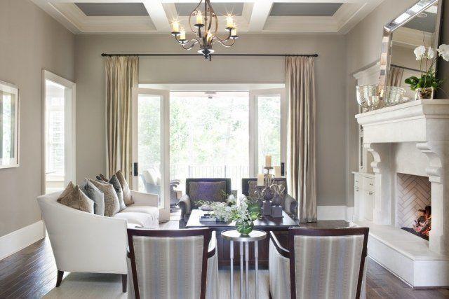 peinture salon en gris clair et une chemine blanche et lgante