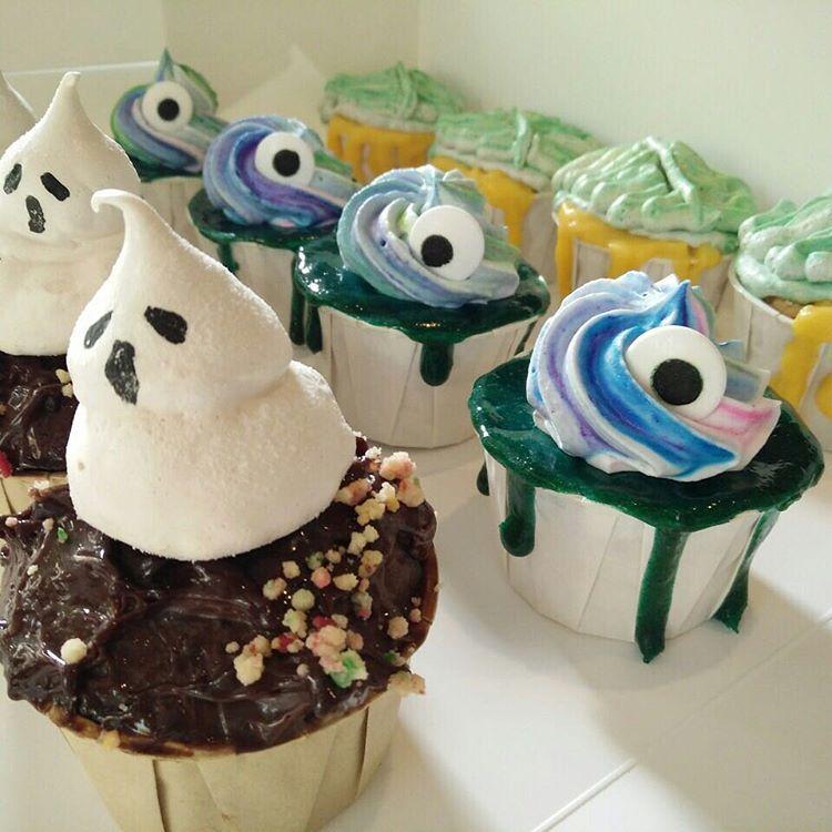 Say Ahhh! (Not sure if screaming or opening mouth to eat squinty eyes)  .  .  .  .  #littledrizzlesg #projectatrios #sgbakes #sgbakery #sgbaker #sgbakers #sgbake #bakersofsgp #sgcakes #sgcake #sgdessert #chiffoncake #cake #cakestagram #dripcake #cakedecorating #cakeart #cakedesign #sgfoodies #igsg #sgfood #whati8today #eatoutsg #halloween #cupcakes #monkeybrains #unicorn #zombie #ghost #meringue (at Little Drizzle)