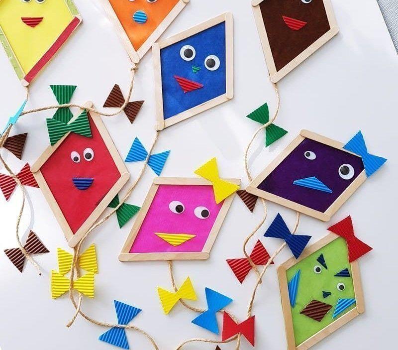 Drachen basteln mit Kindern: Fensterdeko aus Eisstielen im Herbst #herbstdekofensterkinder Drachen basteln mit Kindern: Fensterdeko aus Eisstielen