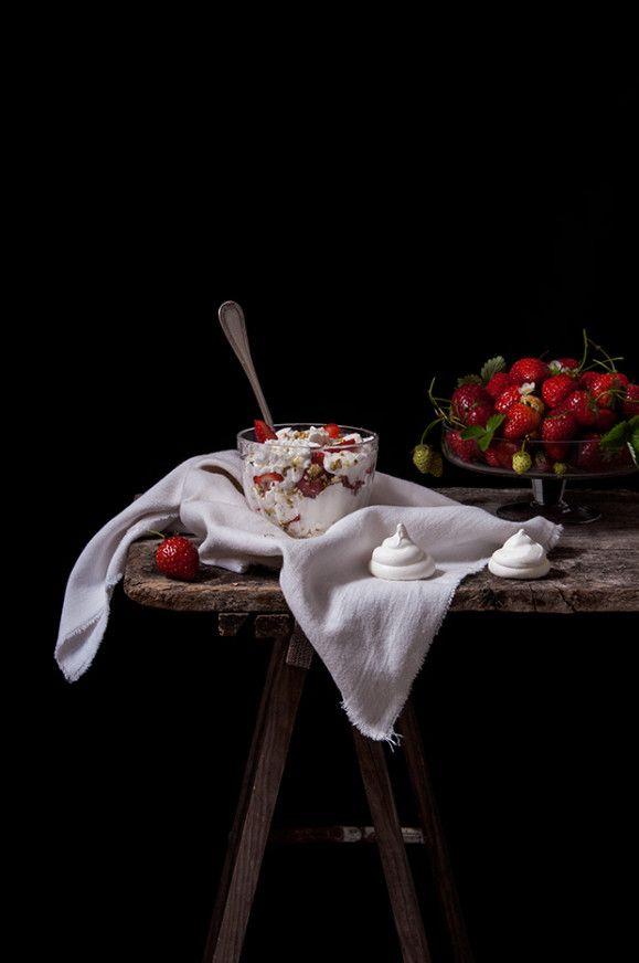 La belle saison Ces temps-ci, nous profitons avec délectation de ce que les fraisiers nous offrent de meilleur. Partir en quête des plus mûres est pour moi toujours source de joie. Au détour d'une allée du potager, dissimulées sous un épais feuillage,...