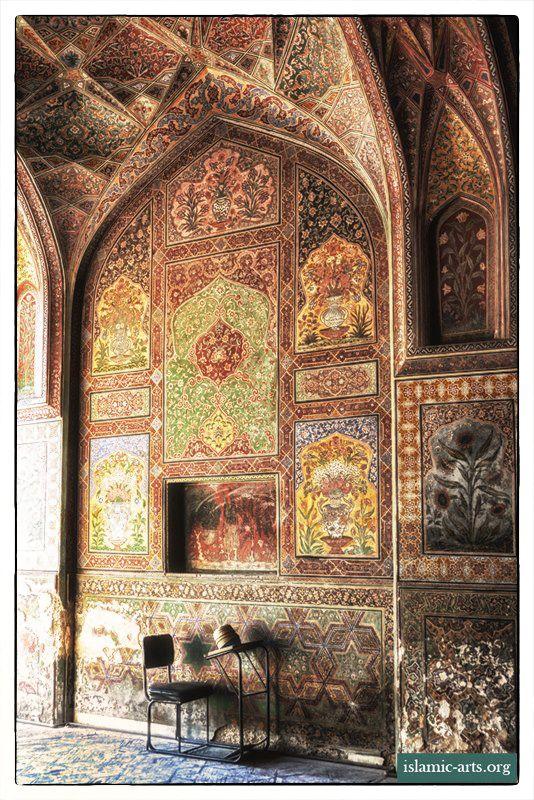 Wazkir Khan Mosque, Lahore. Photo by F.A. Bhatti (islamic-arts.org).