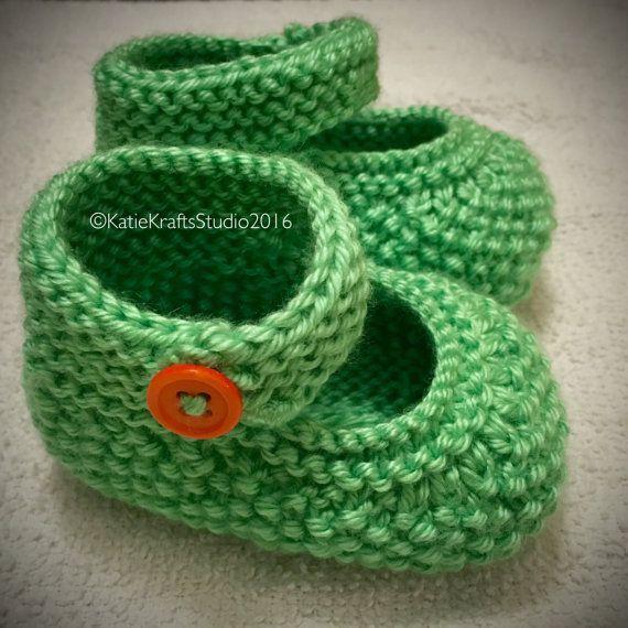 13683d700 NEW Seed Stitch Baby Booties by KatieKraftsStudio on Etsy
