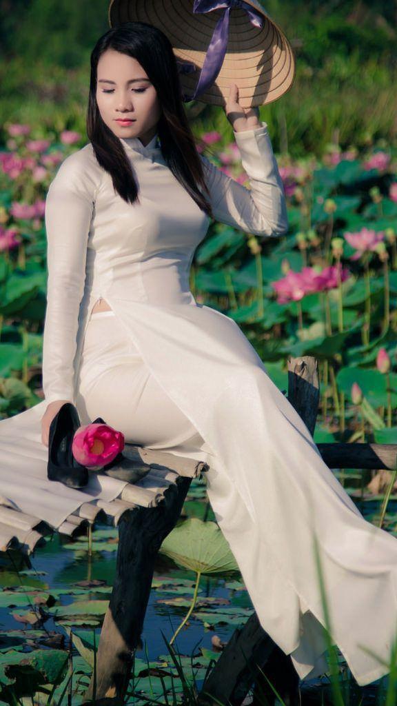Ghim trên Vietnamese Ladies in Traditional Clothing áo dài