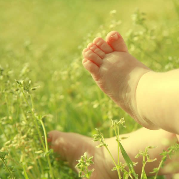 Baby Toes in Spring - author: incredi