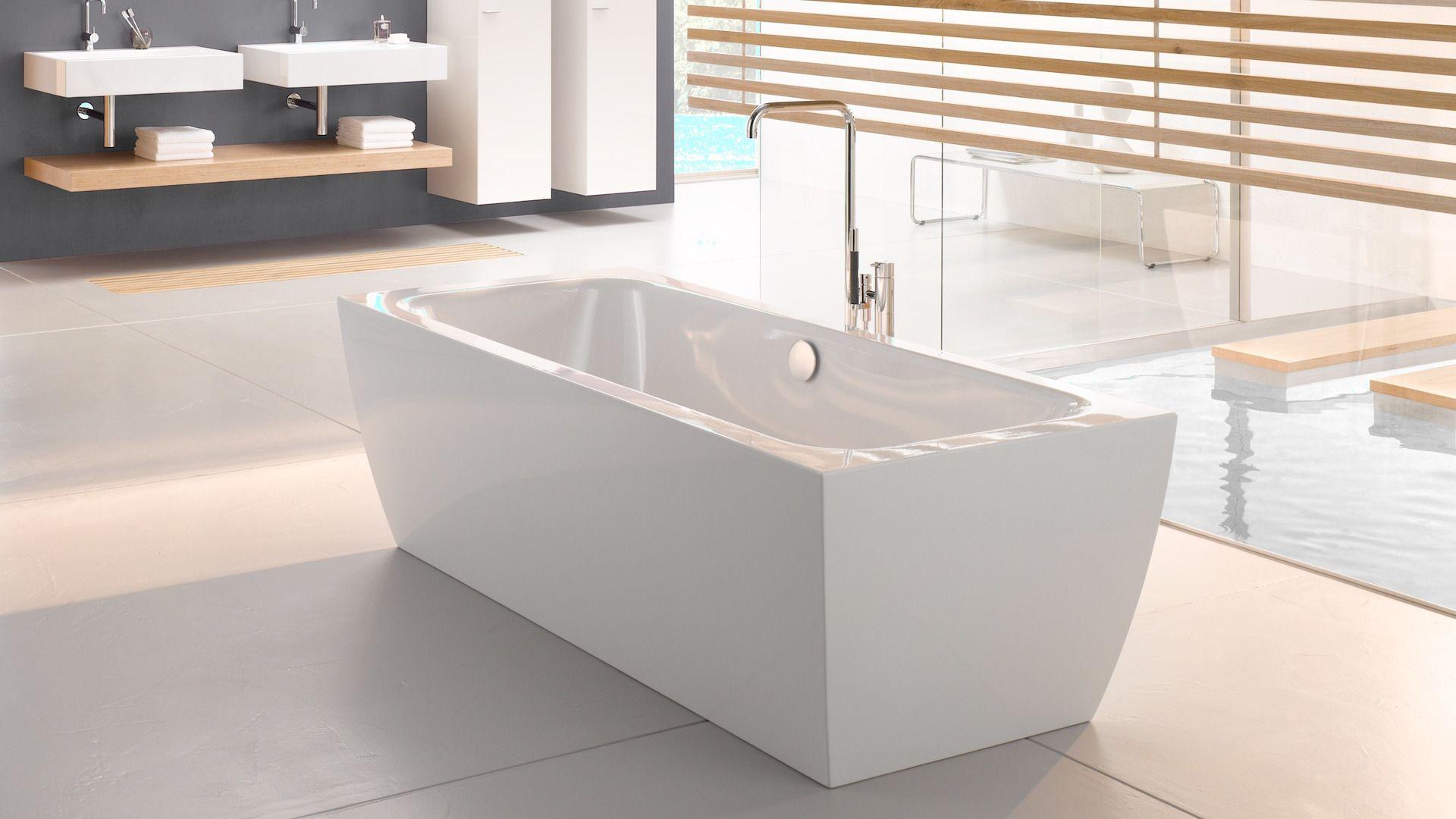 Die Freistehende Rechteckige Wanne Mit Konischen Seitenwanden Verbindet Geradlinigkeit Mit Entspanntem Bade Badezimmer Design Badewanne Badezimmer Inspiration