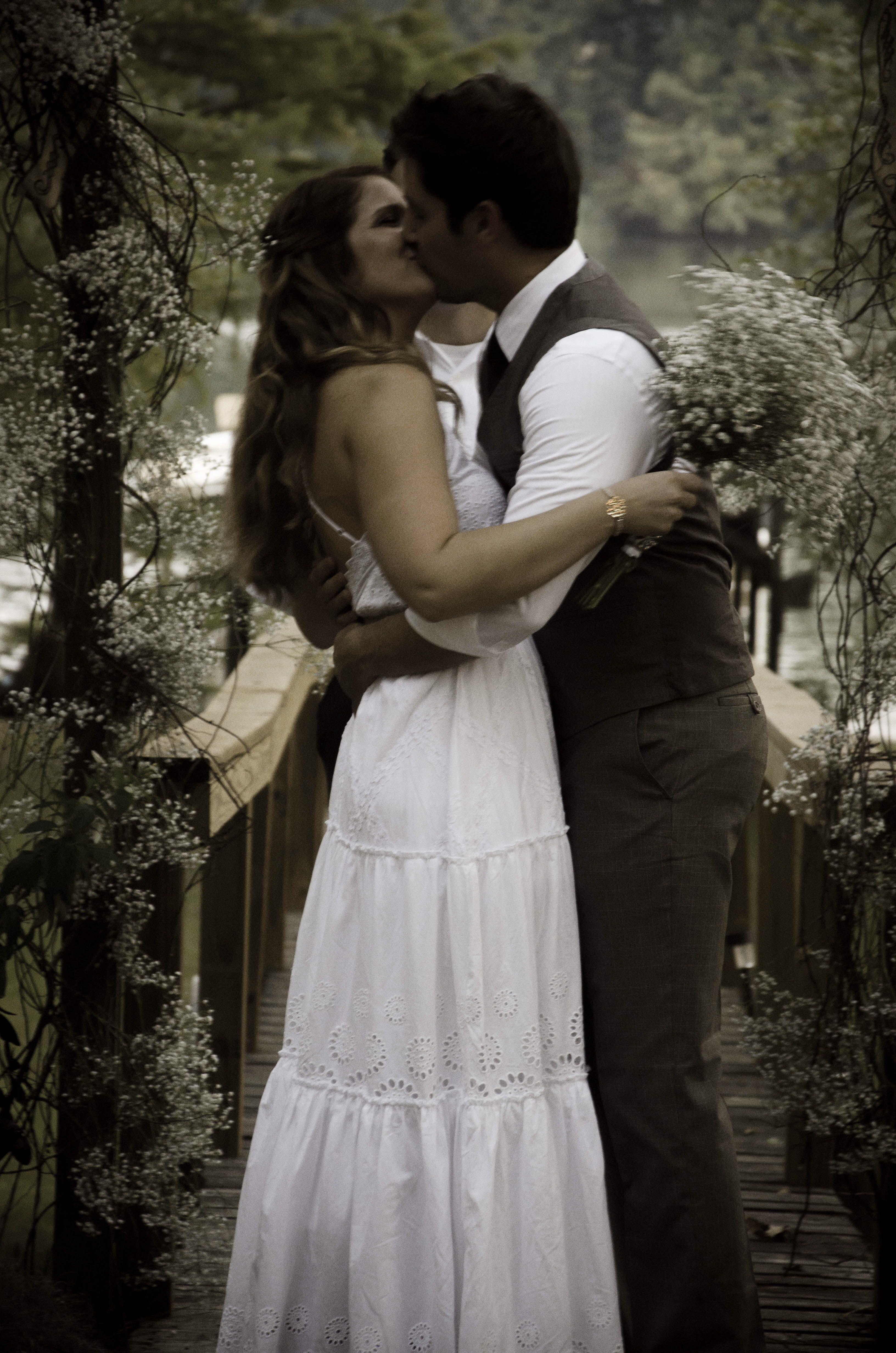 Rustic lake wedding decor. Casual bride and groom. Shabby