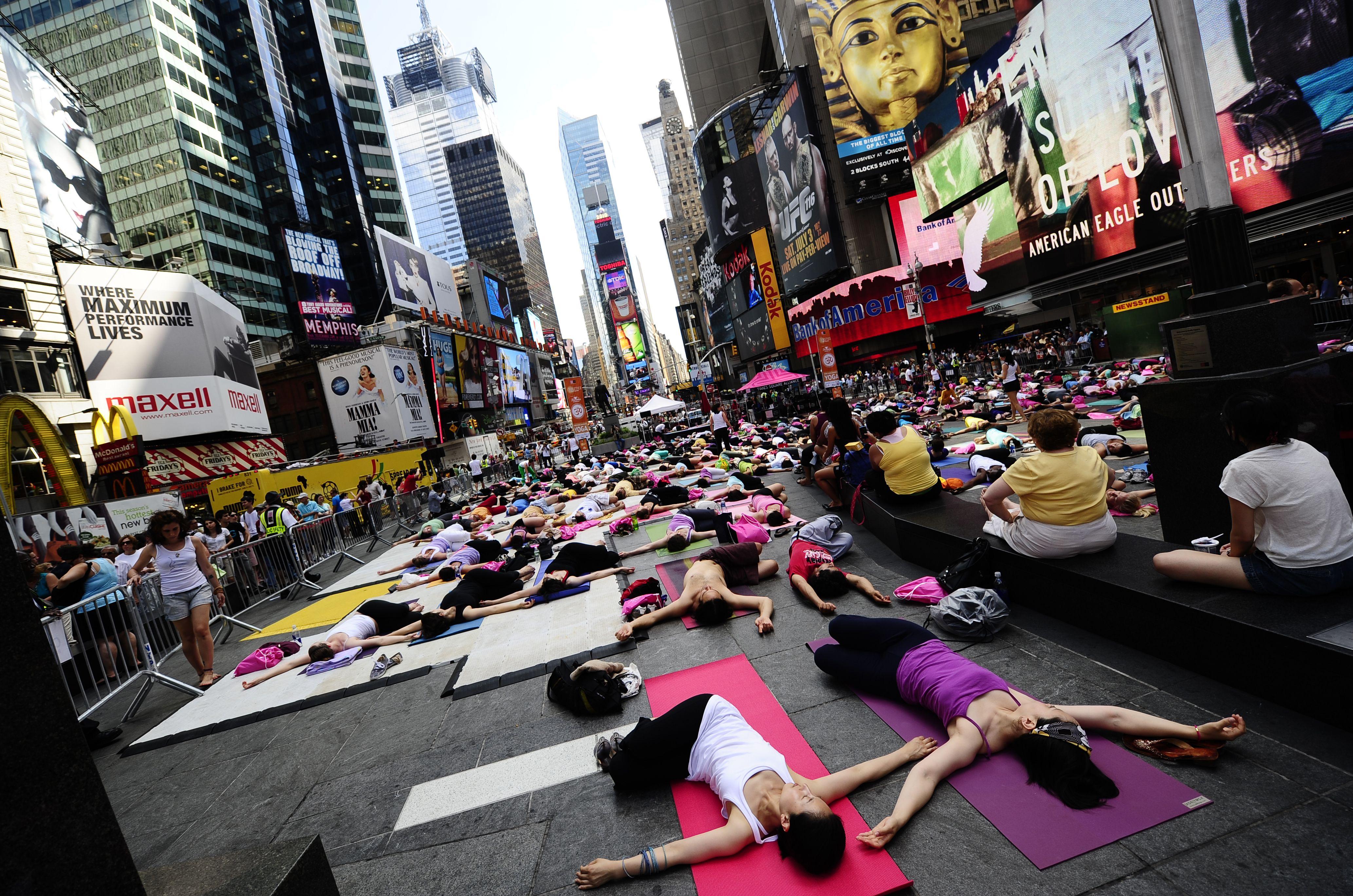 Best Family And Child Yoga Classes Yoga Nyc Yoga Yoga Class