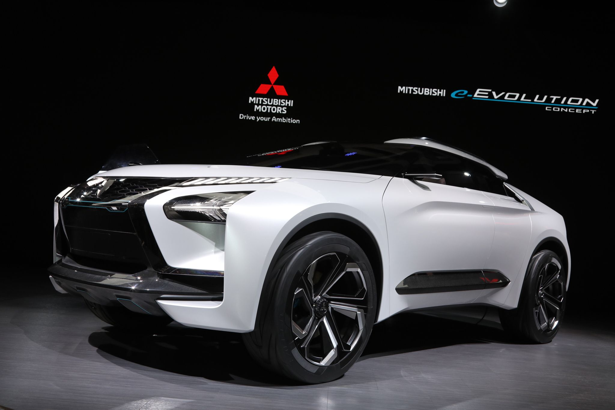 Mitsubishi Motors Has Been Spending Time In Therapy And Its E Evolution Concept Is The First Fruit Born Of Those Tokyo Motor Show Small Sports Cars Mitsubishi