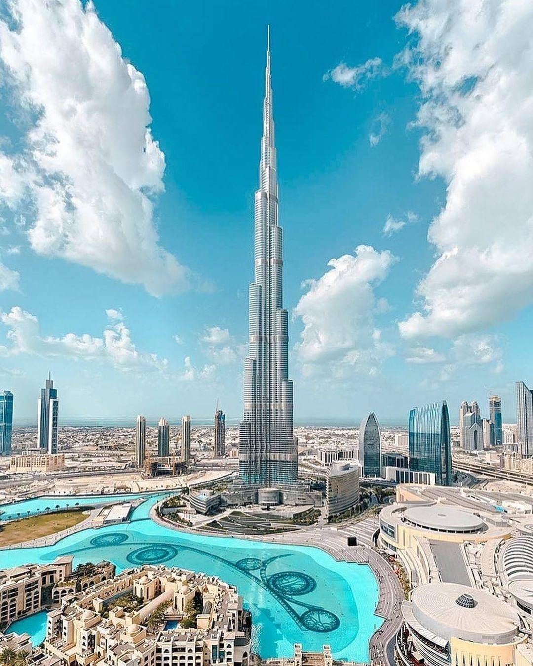 Burj Khalifa Shared A Photo On Instagram قلب دبي ينبض إبداعا وتفر دا برج خليفة An Icon Standing Tall In The Heart Of Dubai Burj Khalifa Dubai Building