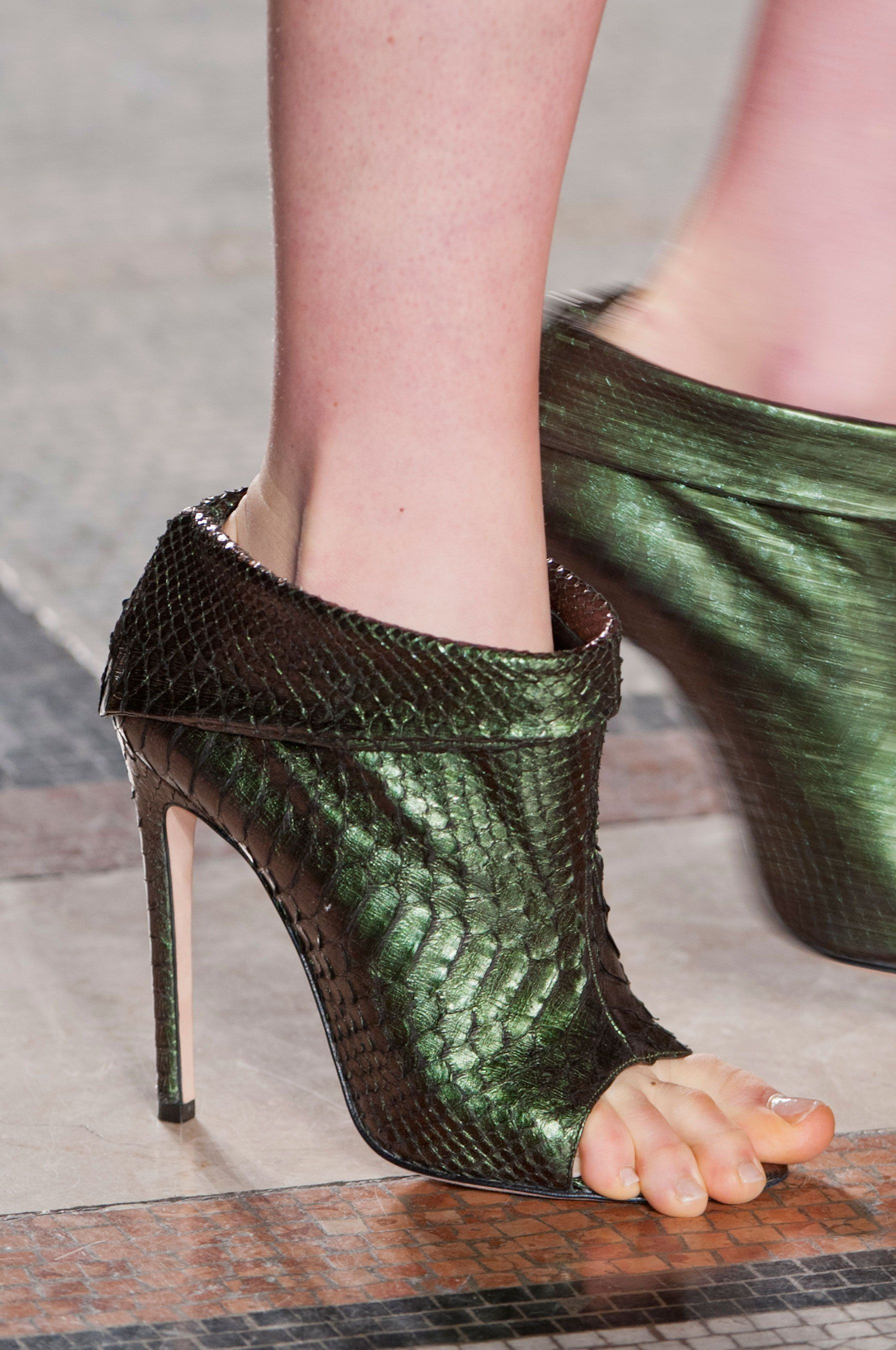 b117966e551916 Julien Macdonald Details A/W '14/Cute Green Shoes, but a size larger  because her toes are hanging out. This is a problem for women with narrow  feet like ...