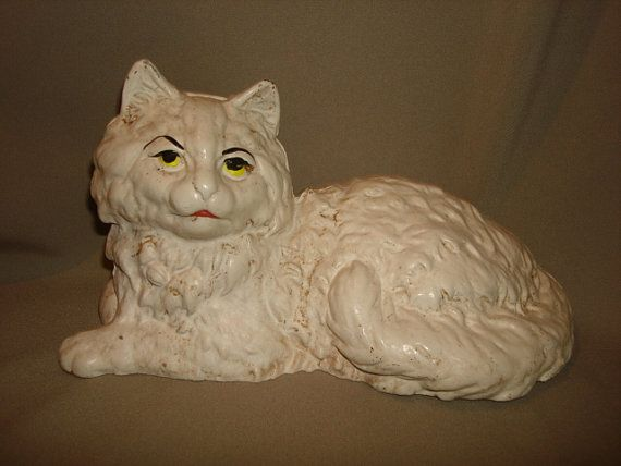 Heavy vintage white cat cast iron full bodied doorstop measures 5-1/2 high x 10-1/2 long x 5-1/2 deep.    He is in excellent condition with