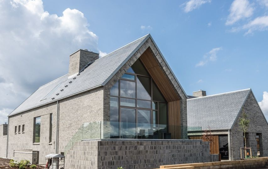 10 Contemporary Houses With Pitched Roofs Roof Architecture Roofing House Roof