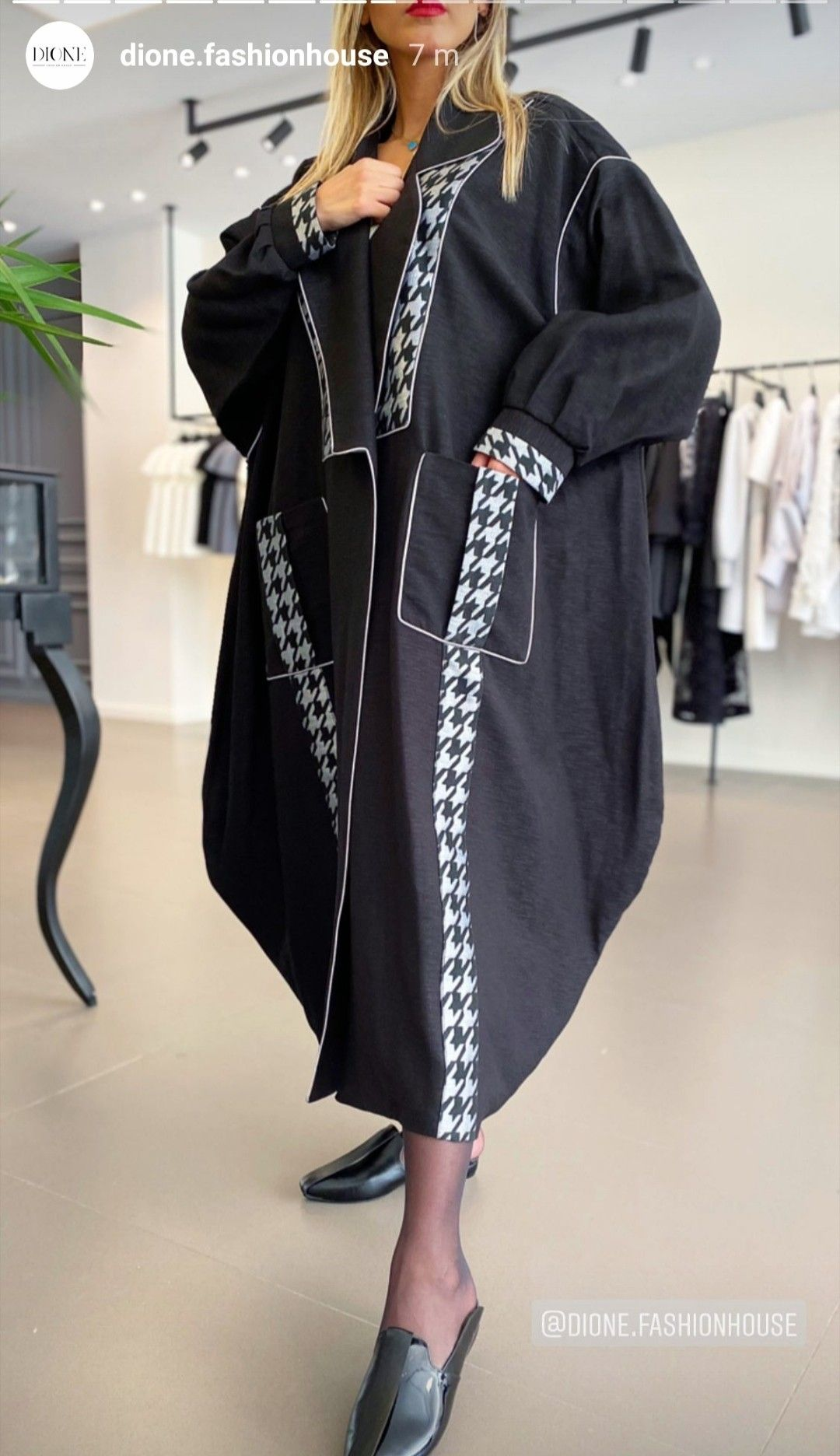 Pin By Wafa Alkhaldi On Sewing In 2021 Fashion Design Clothes Woman Suit Fashion Abayas Fashion