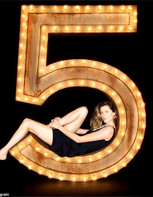 Campaign: Chanel No 5 Perfum  Model: Gisele Bündchen  Photographer and Director: Baz Luhrmann   httpv://youtu.be/8asRWe5XNw8