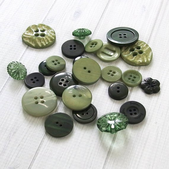 New Mixed Green Buttons Assorted Sizes  Sewing Crafts Card Making Embellishments