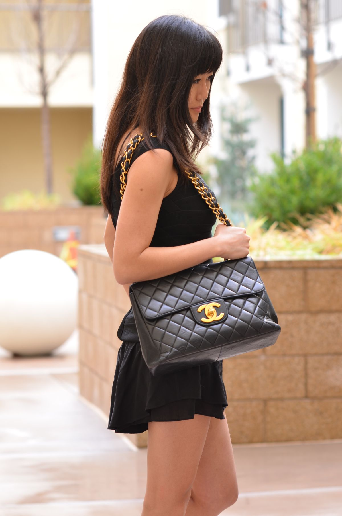 8491e2f6fd5dff black vintage Chanel jumbo classic flap bag with big large CC gold hardware