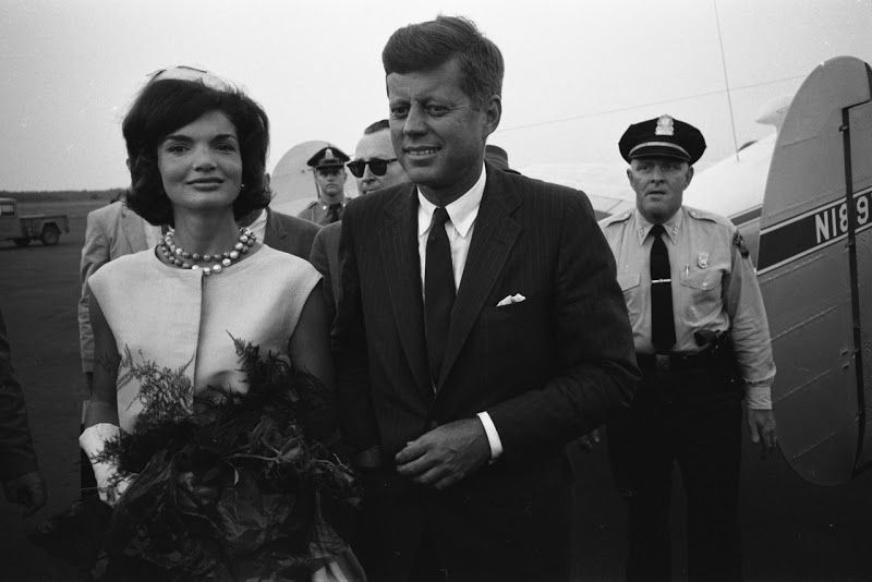 -------------------------------------------------------      A great color photo of John Kennedy and Jackie (circa 1950s).   ------...