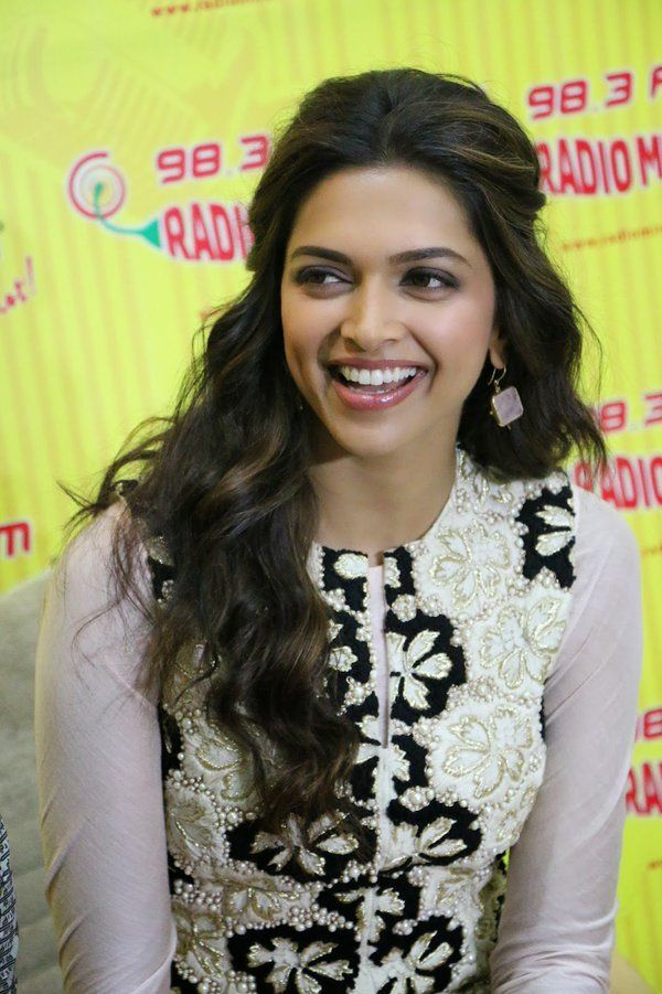 Addie on Twitter in 2020 | Bollywood hairstyles, Deepika ...
