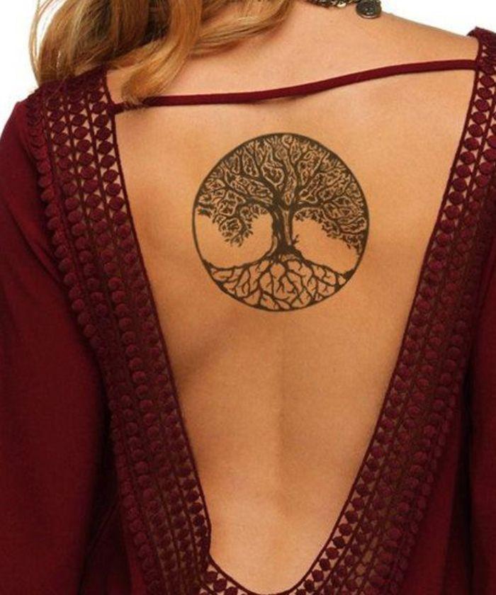 1001 faszinierende ideen f r weibliche r cken tattoos. Black Bedroom Furniture Sets. Home Design Ideas
