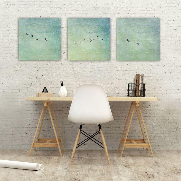 bilder mit blauem himmel und fliegenden schwalben f r. Black Bedroom Furniture Sets. Home Design Ideas