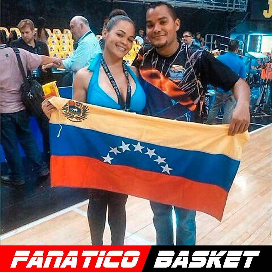 by @secocheers #FanaticoBasket  Nuestra directora @caridadseco llevando el trabajo de las cheer a cada rincon importante para el baloncesto presentes en cada uno de los momentos mas importantes para el baloncesto venezolano. Gracias a #Fiba por confiar una vez mas en nosotras primero #Mexico #preolimpicodebaloncesto #sudamericanodebaloncesto y ahora #LDLA2016 y vamos por mas por supuesto con el apoyo de grandes fanaticos del baloncesto como #losinadaptados y @elmorenosmoke #final4…