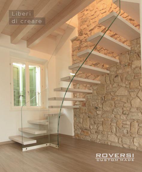 Scala sospesa con gradini a sbalzo muri di mattoni home decor floating stairs interior - Scale per interni catania ...