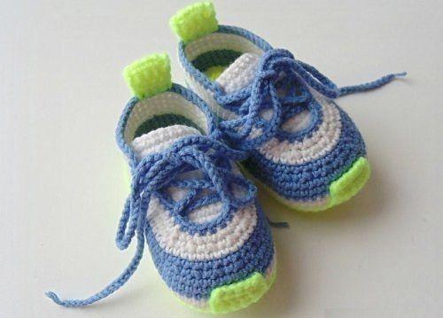 крючком детские кроссовки вязанные