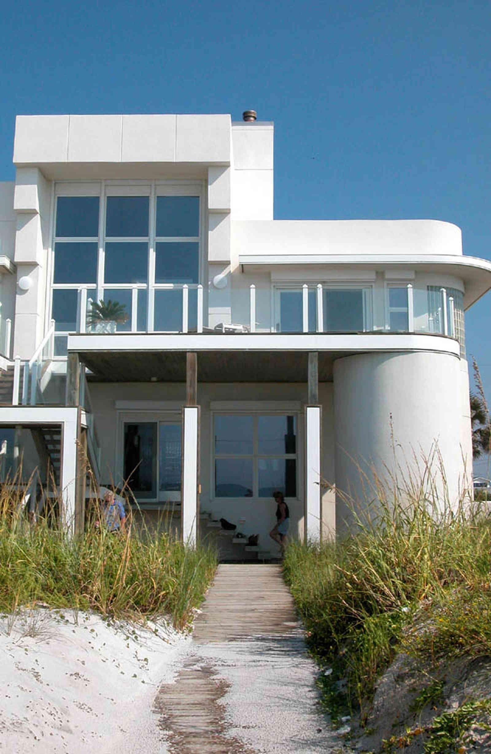 Art deco home pensacola beach ariola drive 22 art deco for Fachadas de casas en miami florida