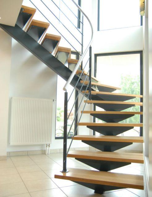 escalier limon central un quart tournant finition laquee marches en hetre main courante. Black Bedroom Furniture Sets. Home Design Ideas