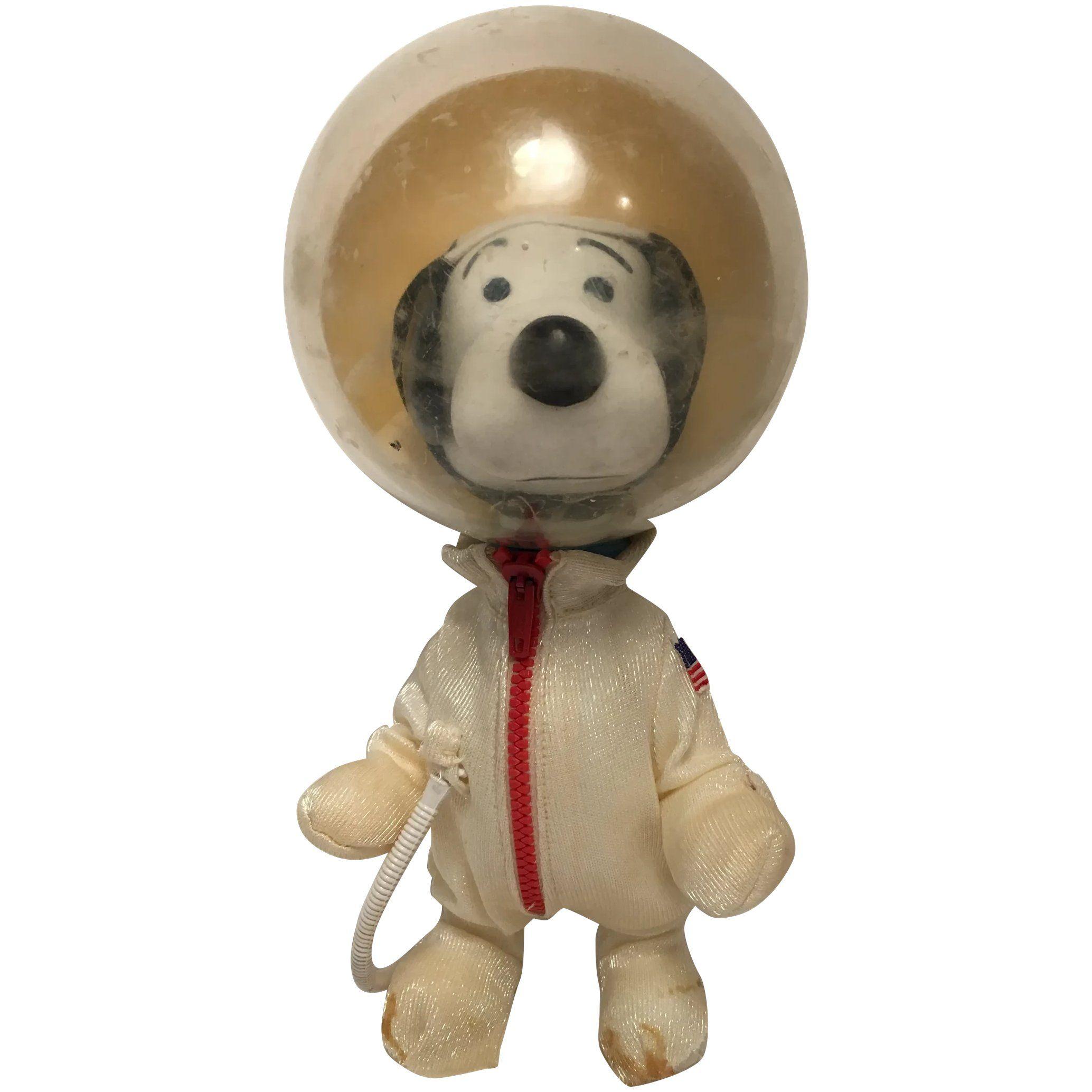 Vintage 1969 Snoopy Astronaut Space Suit Figure Peanuts Interest In 2020 Blue Suitcase Vintage Space Suit