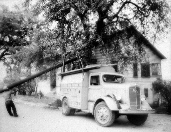 City Utilities Truck Setting Up An Electric Pole Tallahassee