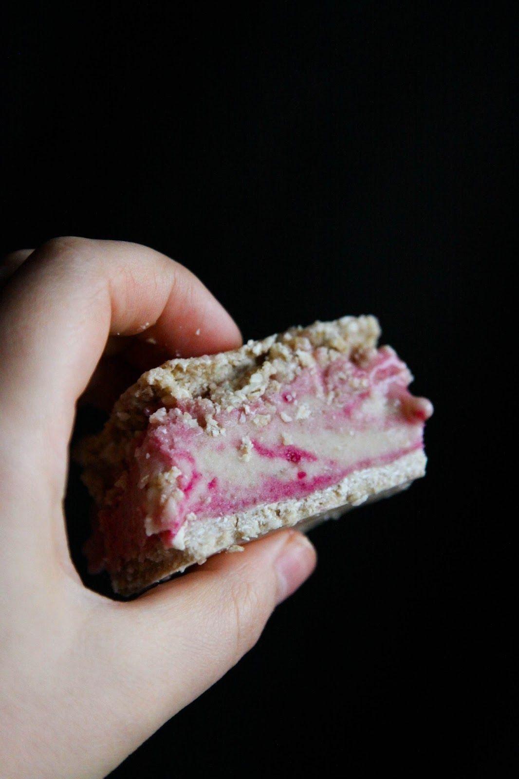 This Rawsome Vegan Life: Raw Vegan Ice Cream Sandwiches - oat cookies with bubblegum ice cream.