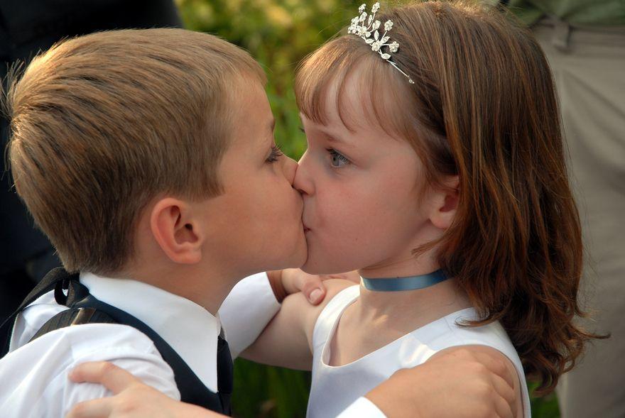 Pin On Kids Kissing