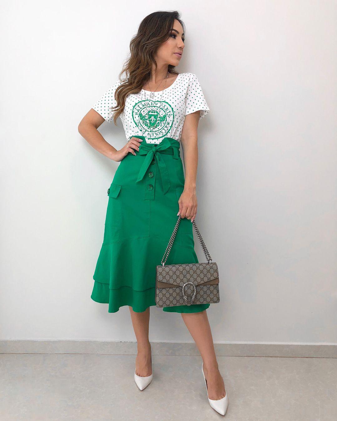 6797463e9 E esse look Brasil ! Perfeitooo 💚✨ T-shirt Balmain R 119