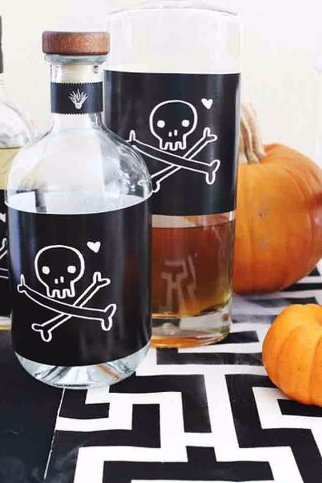 35 Halloween Decorations You Can DIY Decoration, Holidays and - homemade halloween decorations